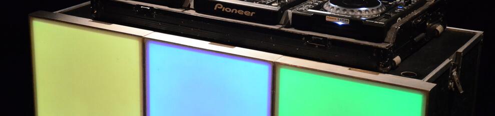 Verlichtedansvloeren  LED DJBooth voorbeeld met Pioneer Hotstuff